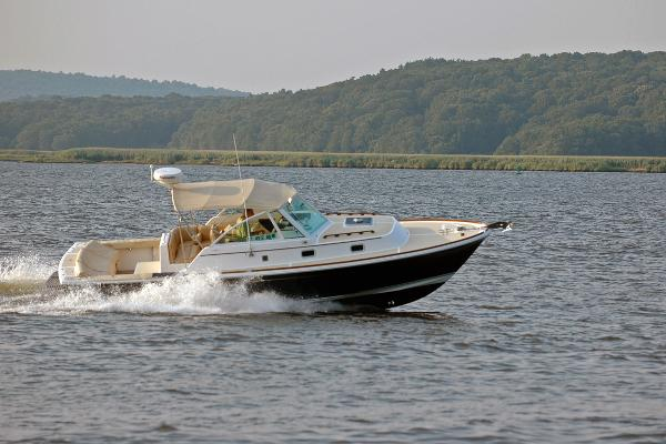 Hunt Yachts Surfhunter 29