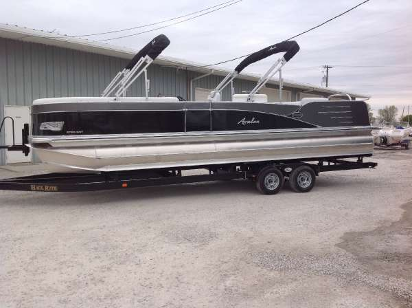 Avalon 27' CATALINA ENTERTAINER