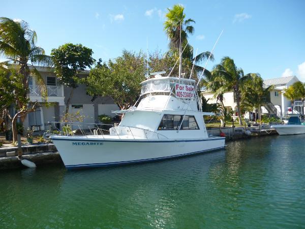 #1 Boat MFG 39 ft flybridge