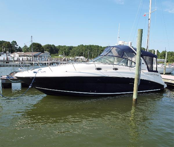 Sea Ray 320 Sundancer port side