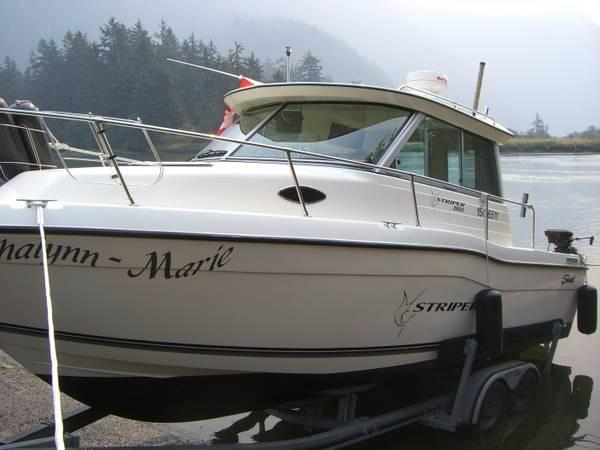 Seaswirl Striper 2600 Sport Sedan