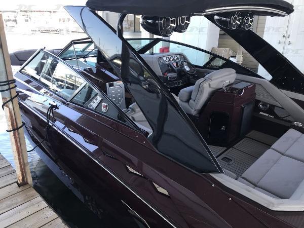 Cruisers Yachts 338 Palm Beach Edition