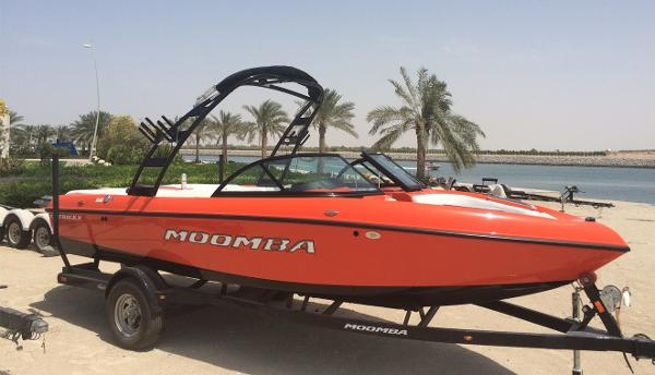 Moomba Mojo wakeboard Power Boat