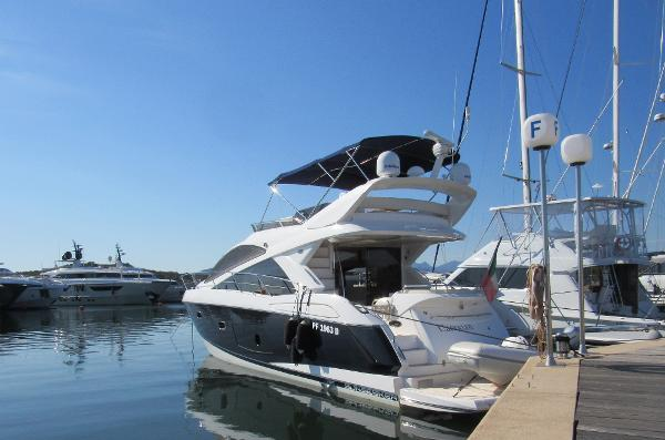 Sunseeker Manhattan 53 Sunseeker Manhattan 53, aft profile