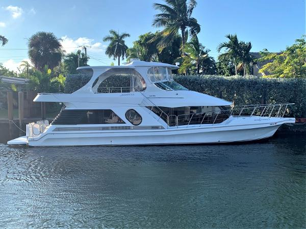 Bluewater Yachts 5200 Millenium Edition CYPRESS QUEEN
