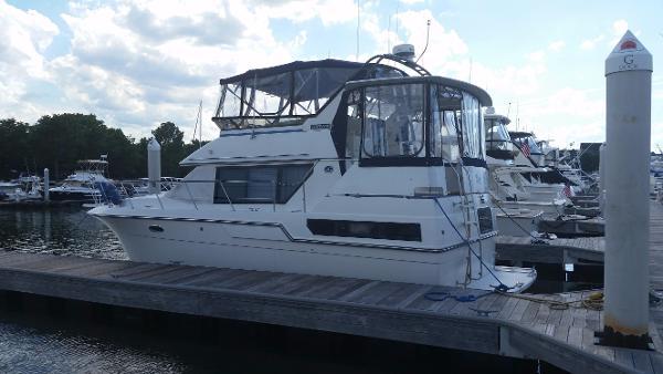 Carver 36 Motor Yacht Ready to Enjoy