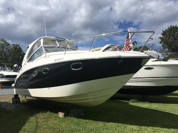 Chaparral 310 Signature Starboard Bow