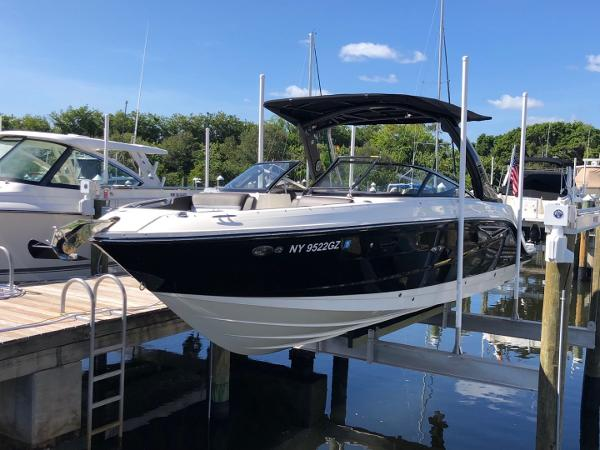 Sea Ray 280 SLX 2016 Sea Ray 280 SLX - Port Forward