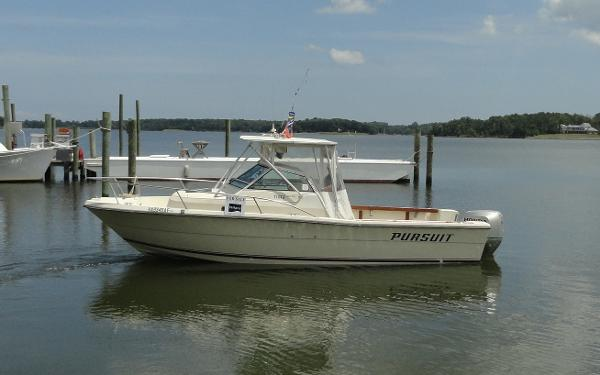 Tiara Pursuit 25 Walkaround Tiara Pursuit 25 Profile in Water