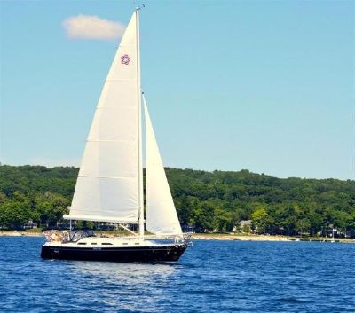 Freedom 36 Under sail