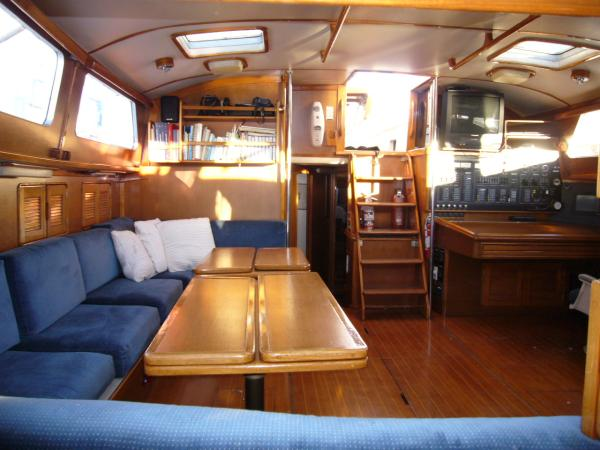 salon aft-from galley 2