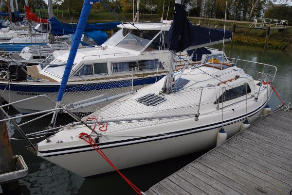 "Hunter Horizon 26 Hunter Horizon 26 ""Minx"""