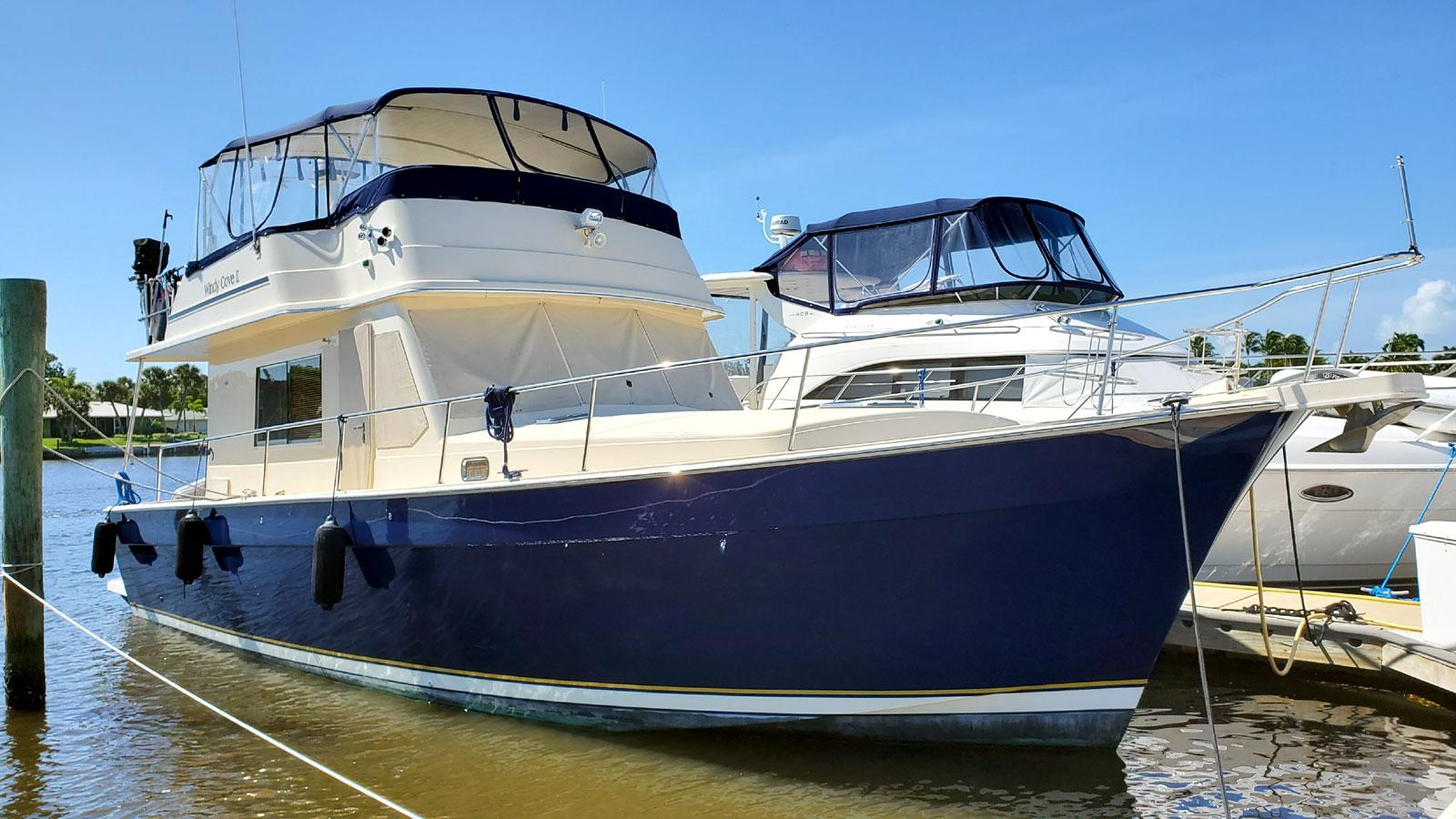 Mainship 430 Sedan Starboard Bow Profile
