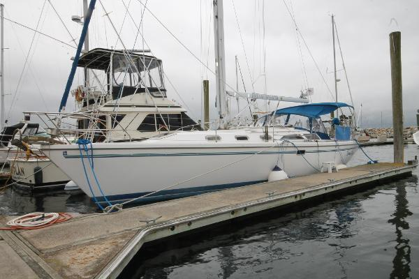Catalina 42 MkII Port Bow