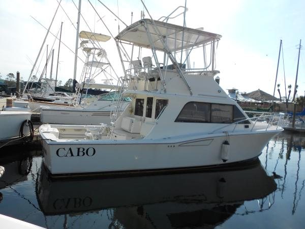 Cabo 35 Flybridge Starboard side