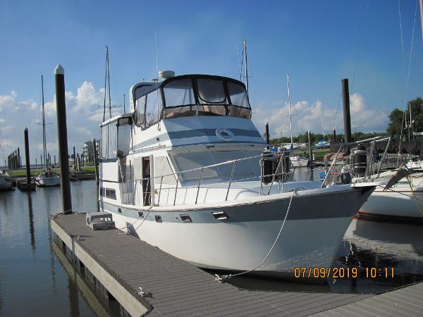Marine Trader Sundeck 36