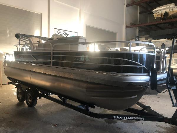 Sun Tracker FISHING BARGE 20