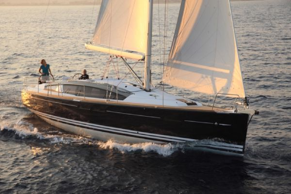 Jeanneau 44DS Beautiful under sail