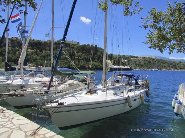 Catalina 36 Mark II Bow-ashore