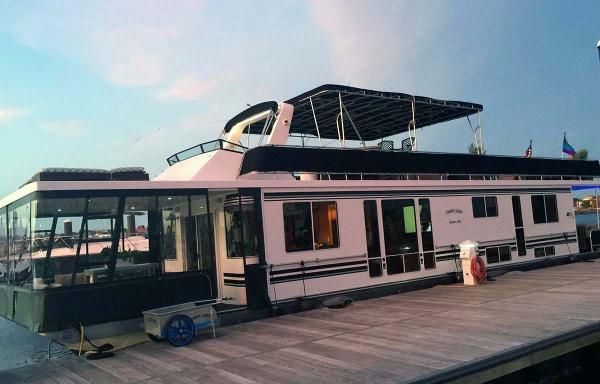 Horizon 66 Houseboat Profile - Broadside View