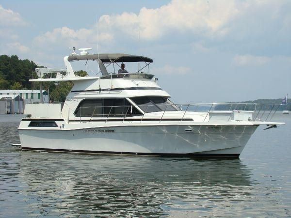 Chris Craft1 426 Catalina Side View
