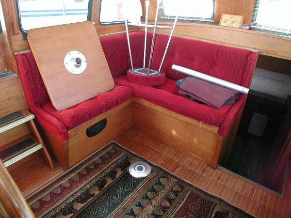 Aft Stbd Pilot House Settee Space