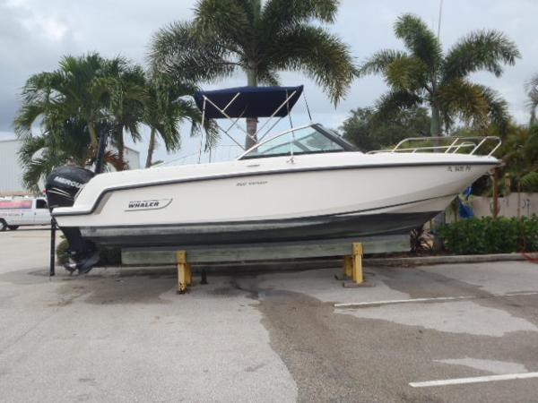 Boston Whaler 230  Vantage w/ Warranty 5/2020 Starboard Profile