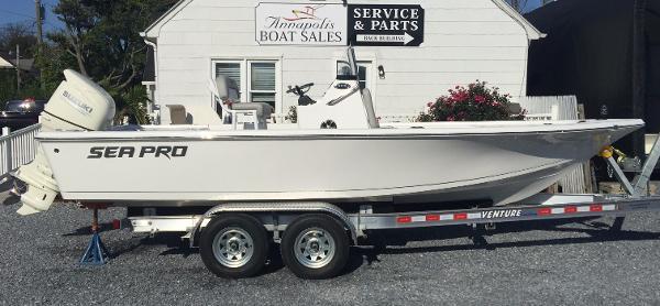 Sea-pro 208 DLX Bay Series