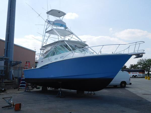 Cabo 35 Express Starboard Side