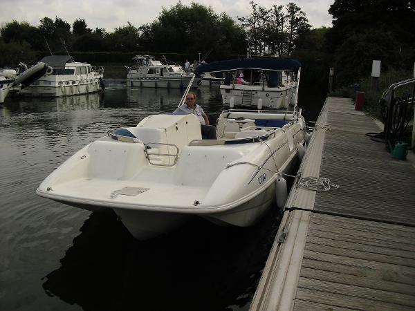 Rinker 26 Flotilla Deckboat Rinker 26 Flotilla