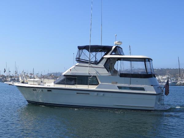 Hatteras Double Cabin Motoryacht