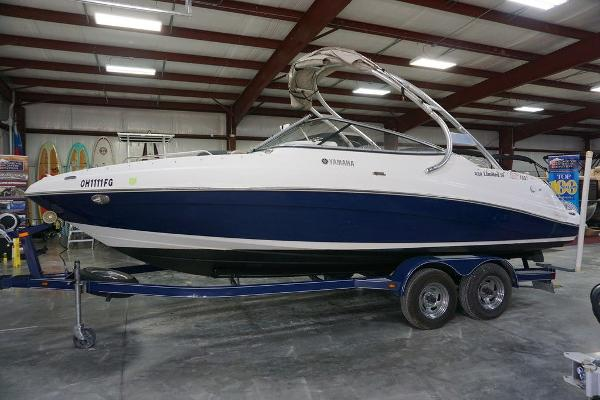 Yamaha Boats 232 Limited S
