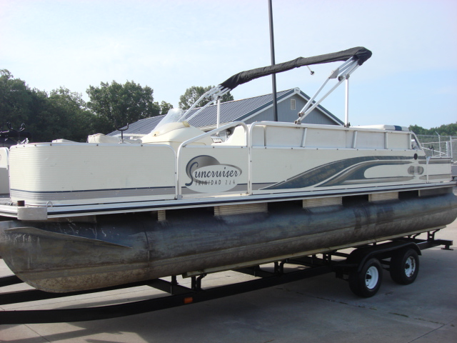 Lowe pontoon 224