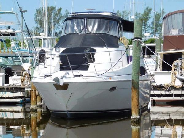 Carver Mariner 350 Bow