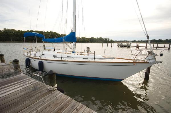 Tartan 37 sloop Starboard Side