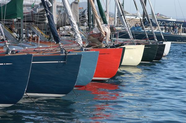 Latitude 46 Tofinou 9.5 Hull Colours