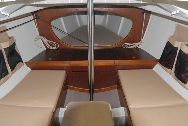 Latitude 46 Tofinou 9.5 Interior