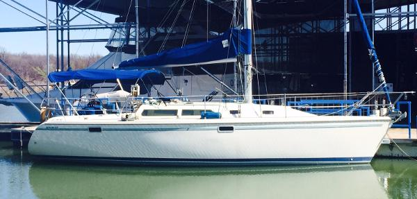 Catalina 320 Starboard View