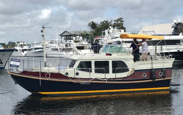 Linssen Dutch Sturdy AC 320 32' Linssen Dutch Sturdy AC 320 Trawler