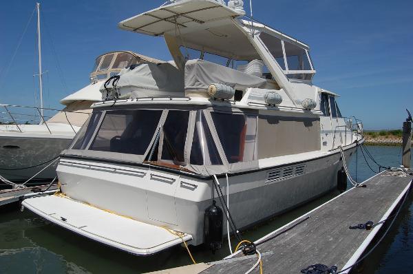 Bayliner 4588 Pilothouse Motoryacht Exterior Starboard