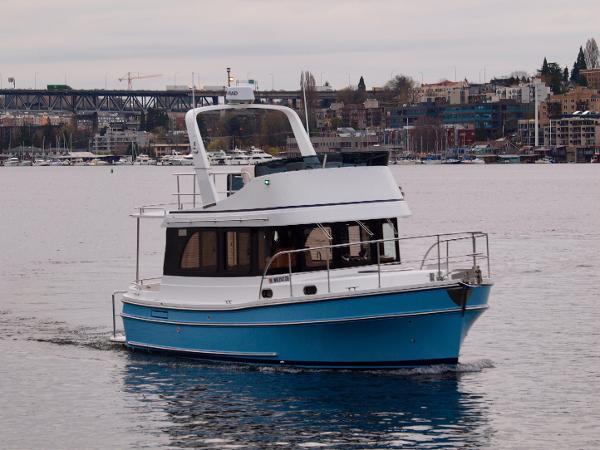 Helmsman Trawlers 31 Sedan Underway