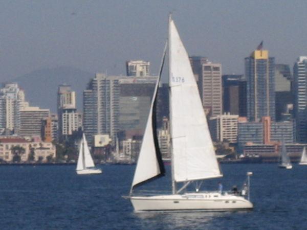 Hunter 376 Under sail