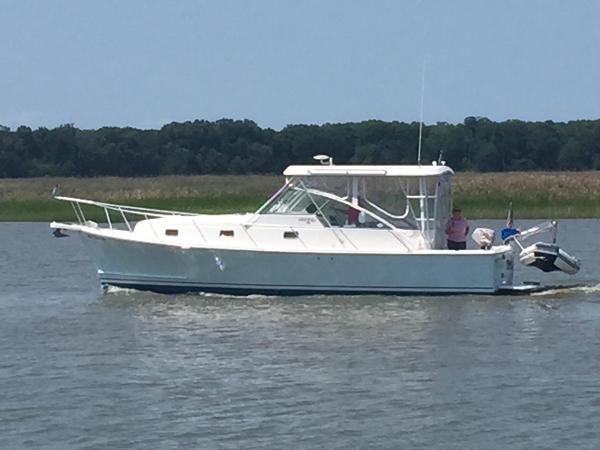 Mainship Pilot 34 Mainship Pilot 34 Underway