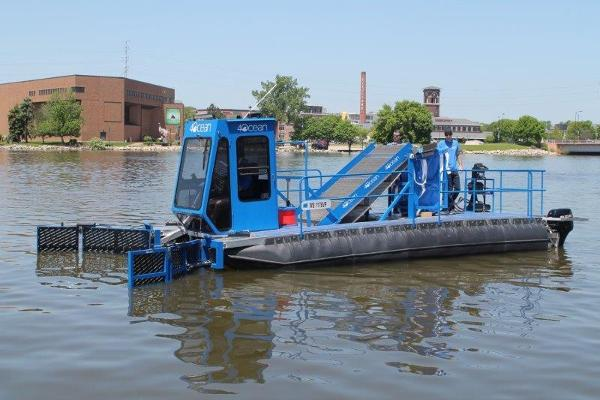 Workboat Skimmer Debris Collector