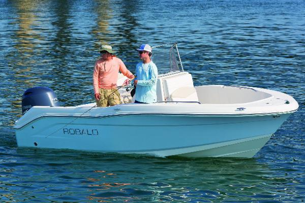 Robalo R180 Center Console Manufacturer Provided Image