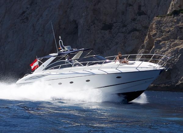 Sunseeker Camargue 50 fast cruising