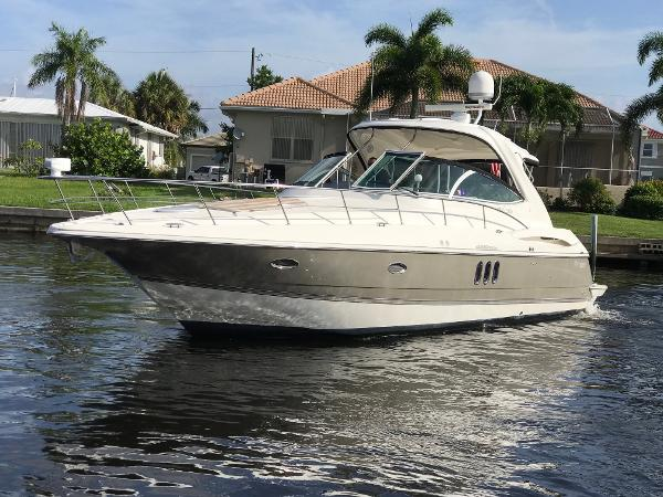Cruisers Yachts 420 Express Port Bow