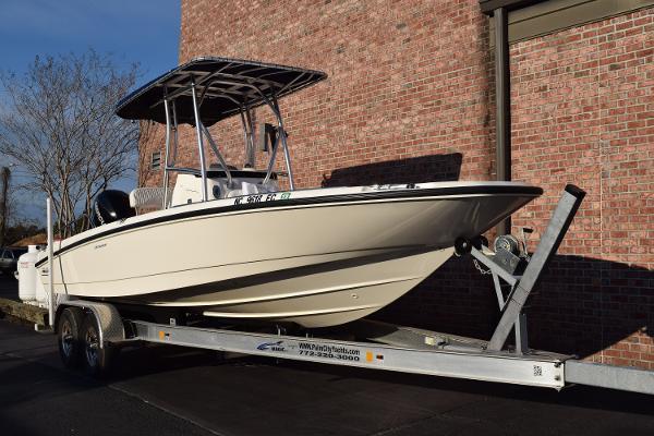 Boston Whaler 230 Dauntless