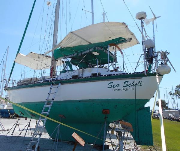 Tayana Vancouver 42 CC '81 Tayana Vancouver 42 Center Cockpit Port Quarter