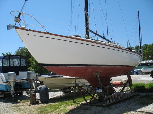 Islander Yachts 37